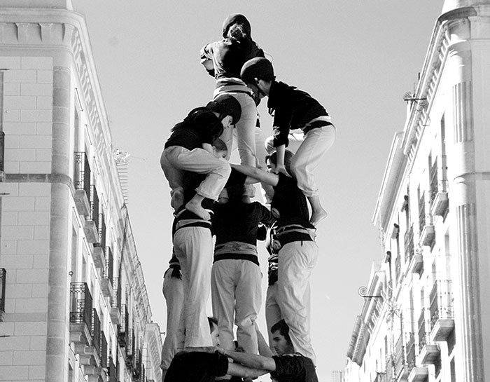 "Image by Stasiu Tomczak, showing the needed trust to build ""Castellers"""